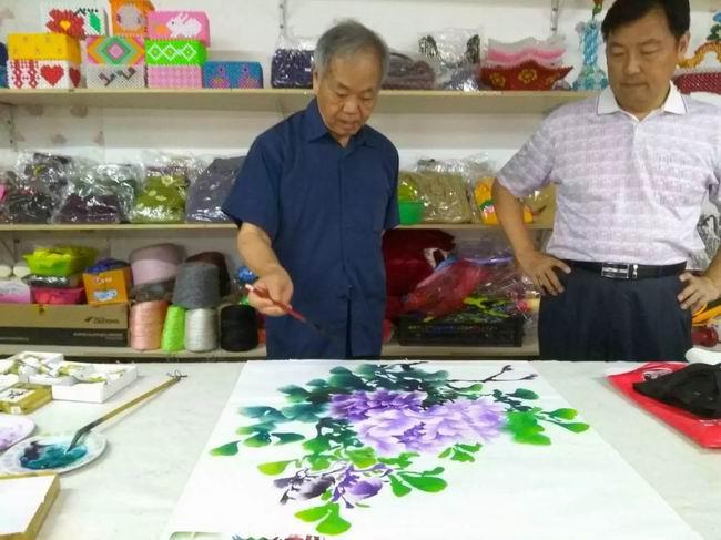 聂馥和老师在阳光巧家园现场绘画